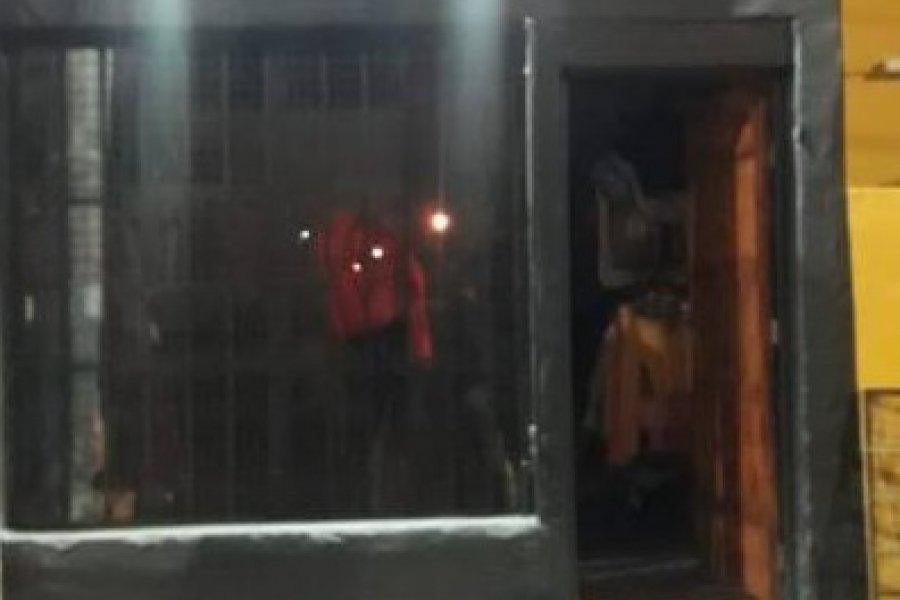 Dos sujetos detenidos tras ingresar a robar a un local de ropas