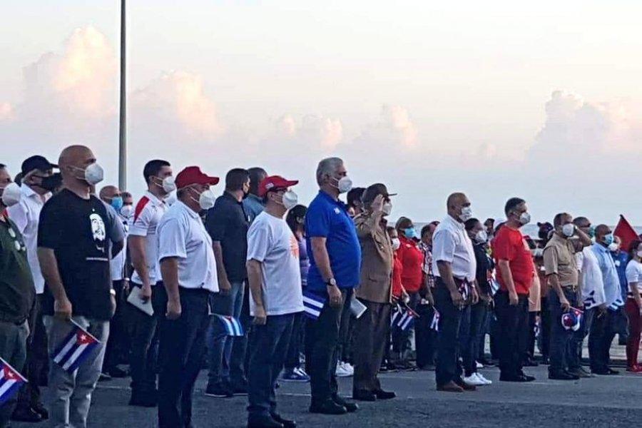 Con Raúl Castro a la cabeza, el régimen de Cuba organizó una marcha a seis días de las protestas contra el gobierno