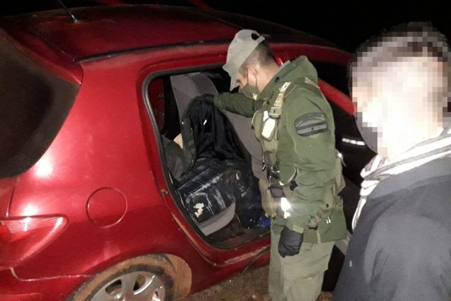 Abandonan vehículo con cargamento de 130 kilos de marihuana