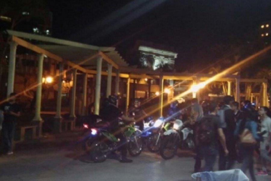 La Policía demoró a 15 menores por protagonizar tremenda pela en plaza Vera