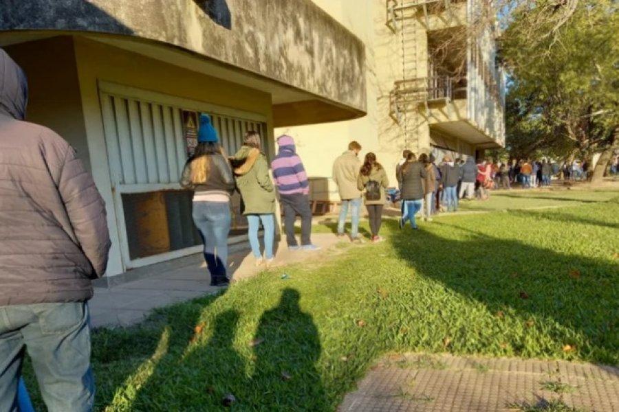 Corrientes: Largas filas de estudiantes para aplicarse la vacuna anticovid