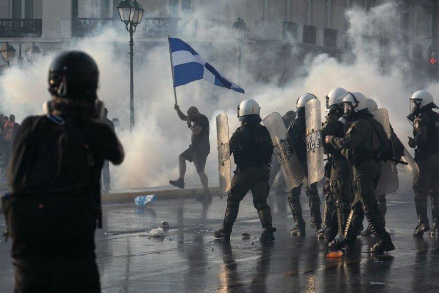 """""""No a la vacunación obligatoria"""": protestas en Grecia contra un plan del gobierno"""