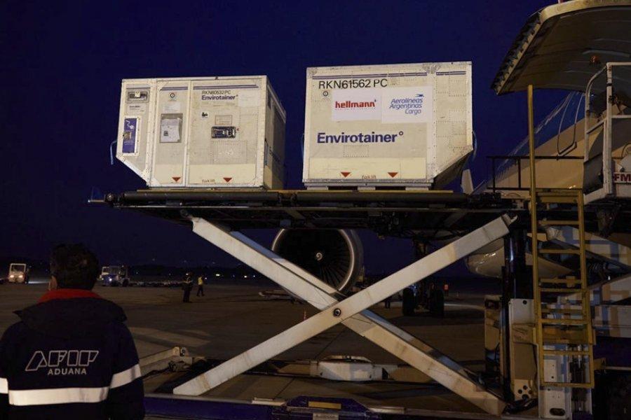 Llegó otro vuelo de Aerolíneas con más de 760 mil dosis de Sinopharm