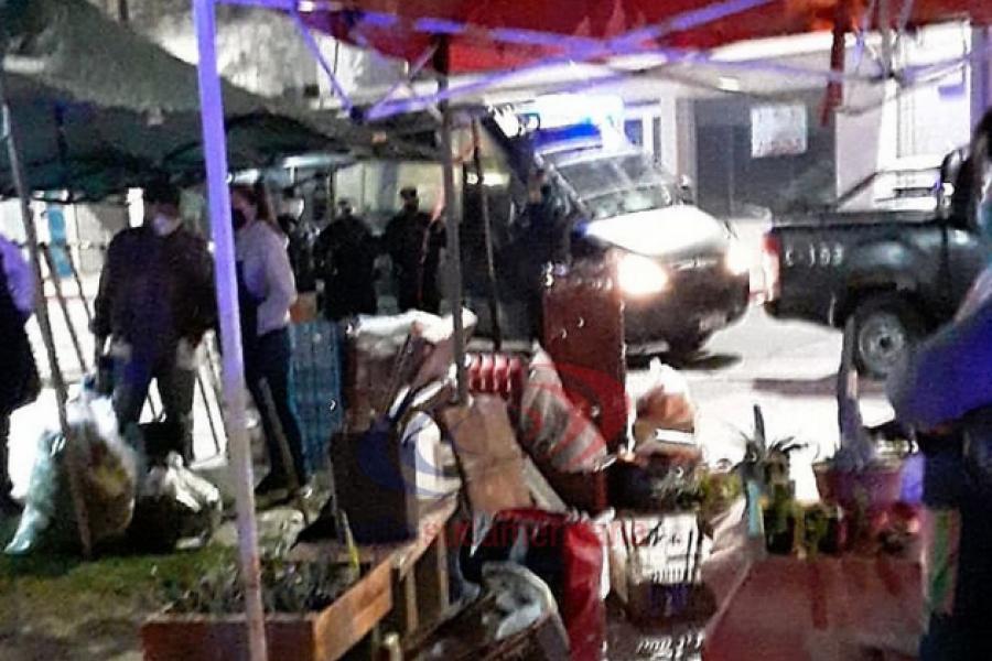 Feriantes intentaron volver a plaza Vera: Fueron desalojados
