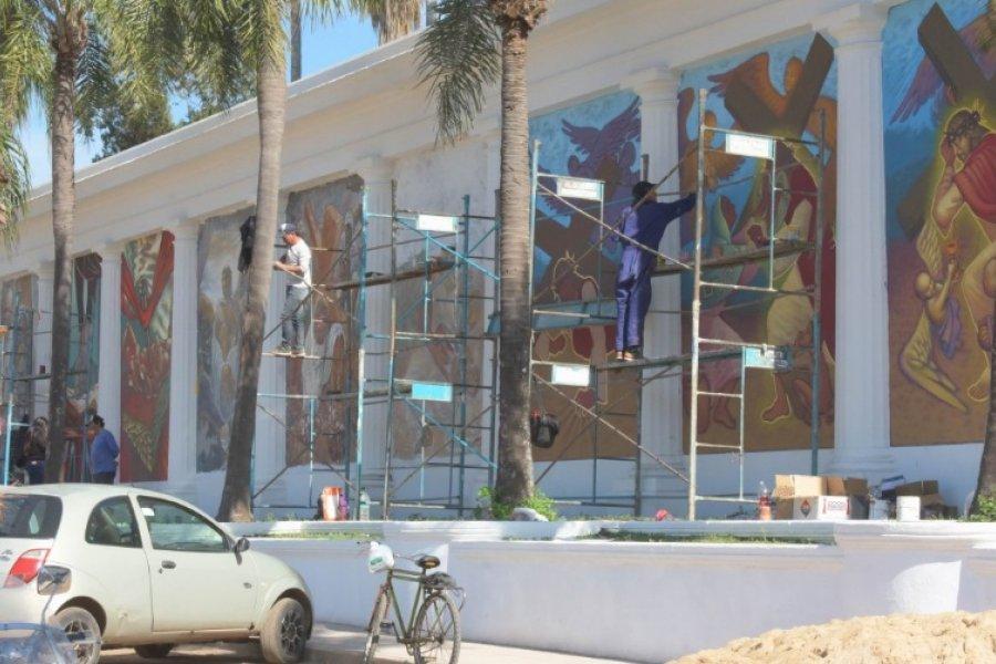 Artistas visuales recuperan los murales del San Juan Bautista