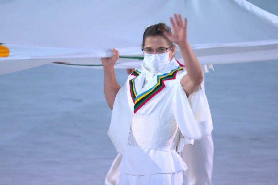 Tokio 2020: Paula Pareto entró con la bandera olímpica