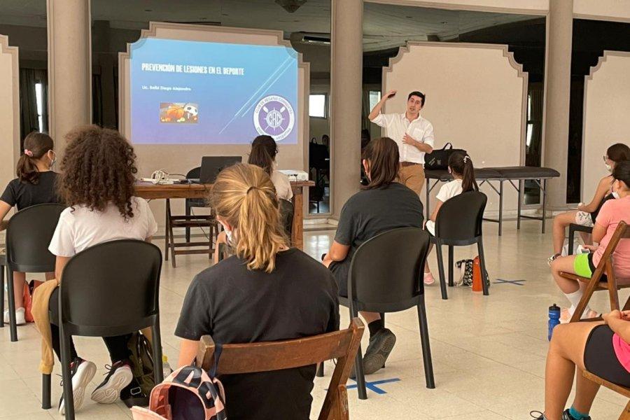 Jugadoras de cesto recibieron una charla sobre prevención de lesiones