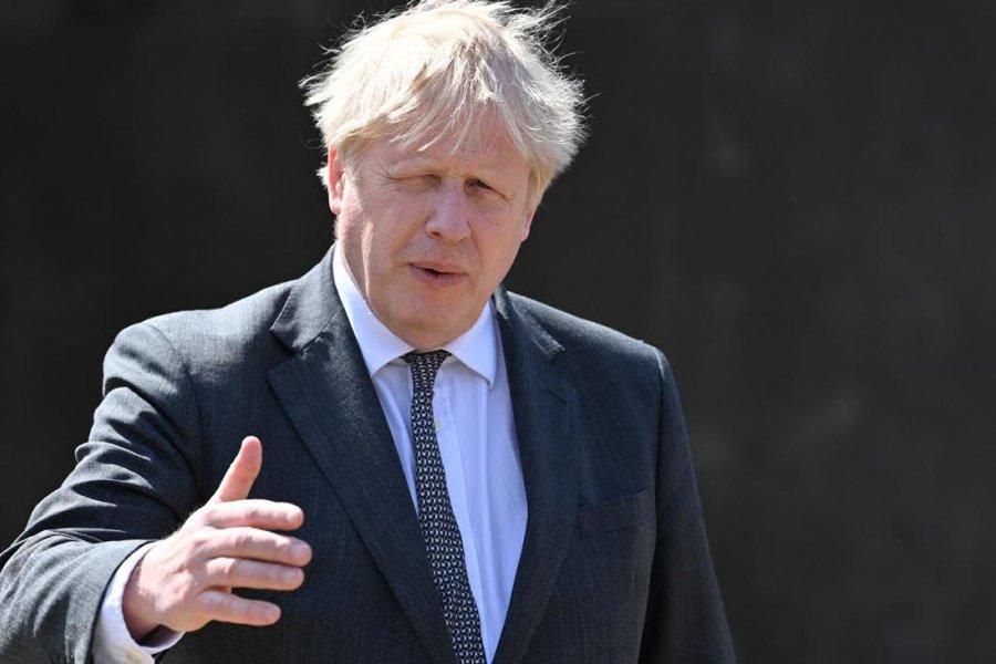 """Un científico acusa a Boris Johnson de buscar """"infectar a la mayor cantidad posible de personas"""""""