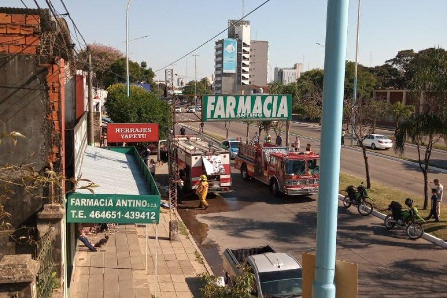Incendio sobre Avenida 3 de abril: trabajan dos dotaciones de Bomberos