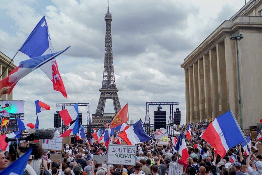 Francia: la Policía detuvo a más de 70 personas en las marchas contra el pase sanitario