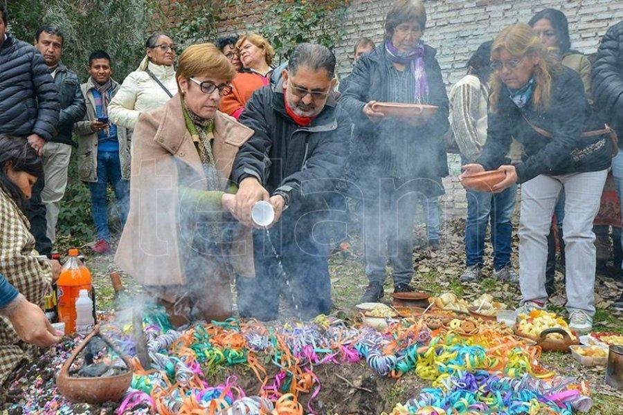 Con rituales ancestrales y profunda fe, los jujeños celebraron el Día de la Pachamama