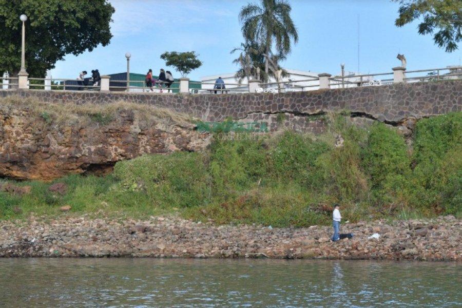 La bajante desde el río: Grietas, marcas y estructuras que quedaron al descubierto