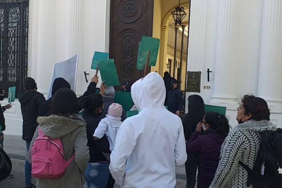 Manifestación frente a Seguridad: Reclamaron la libertad de un preso