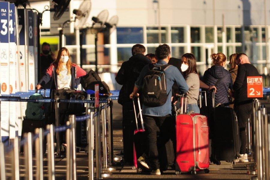 Pasaporte sanitario: 8 de cada 10 argentinos lo tramitarían para poder viajar