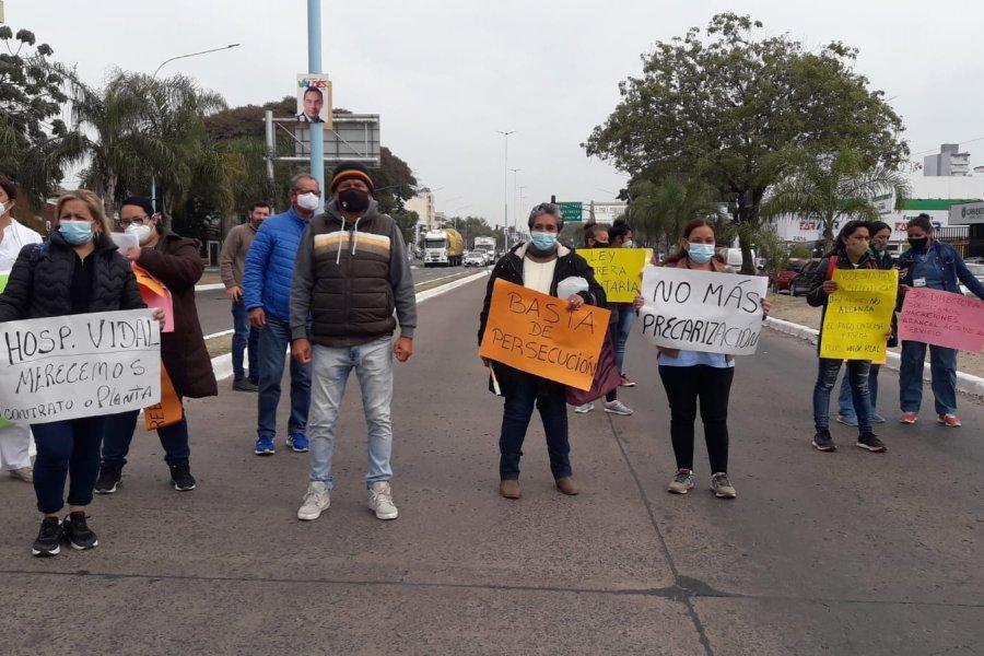 Corrientes: Otra protesta de personal sanitario, ahora frente al Hospital Escuela