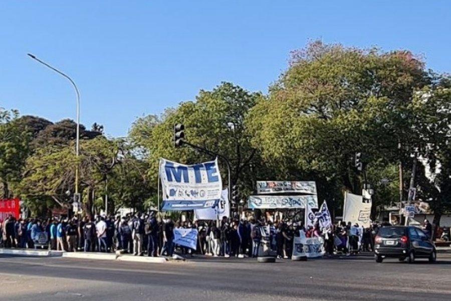 Movilización en Corrientes: Piqueteros cortaron la avenida 3 de Abril