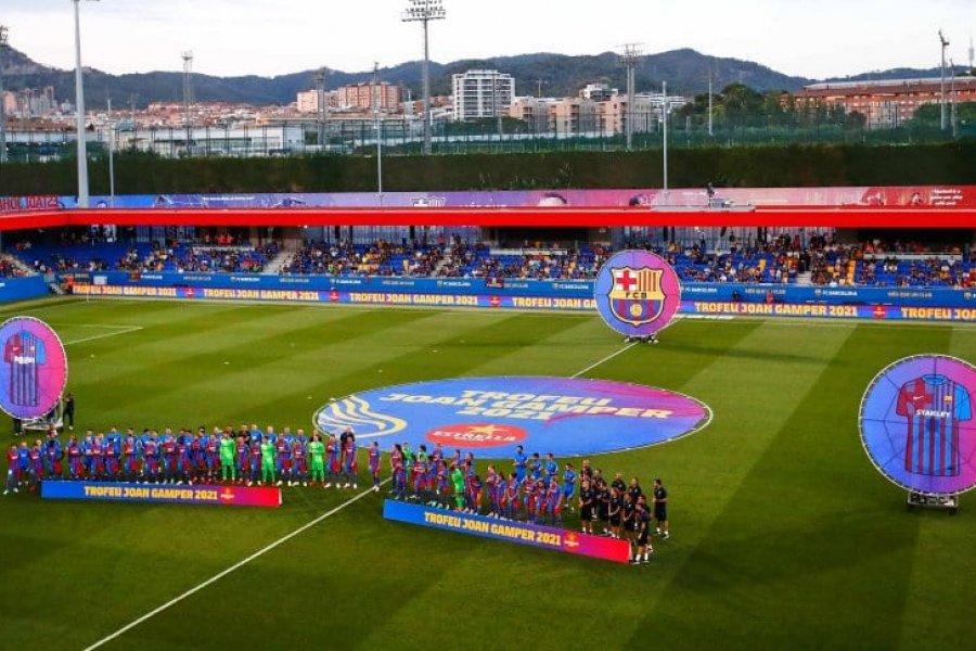 """Fuertes abucheos en Barcelona para los jugadores """"responsables"""" por la salida de Messi"""