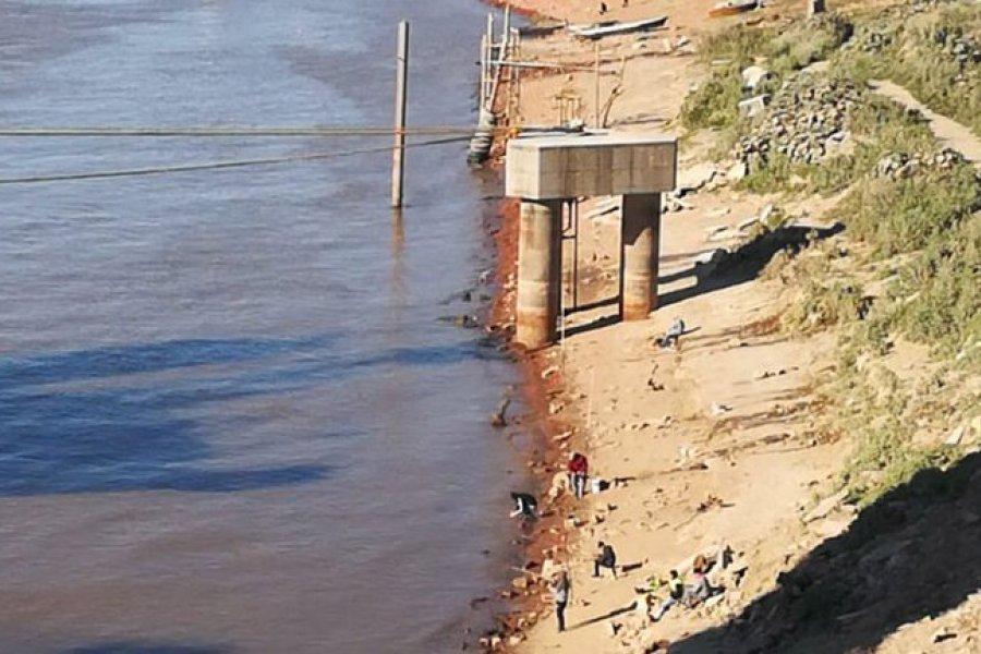 Increíble: Por la bajante del Paraná hay personas que cruzan caminando de Argentina a Paraguay