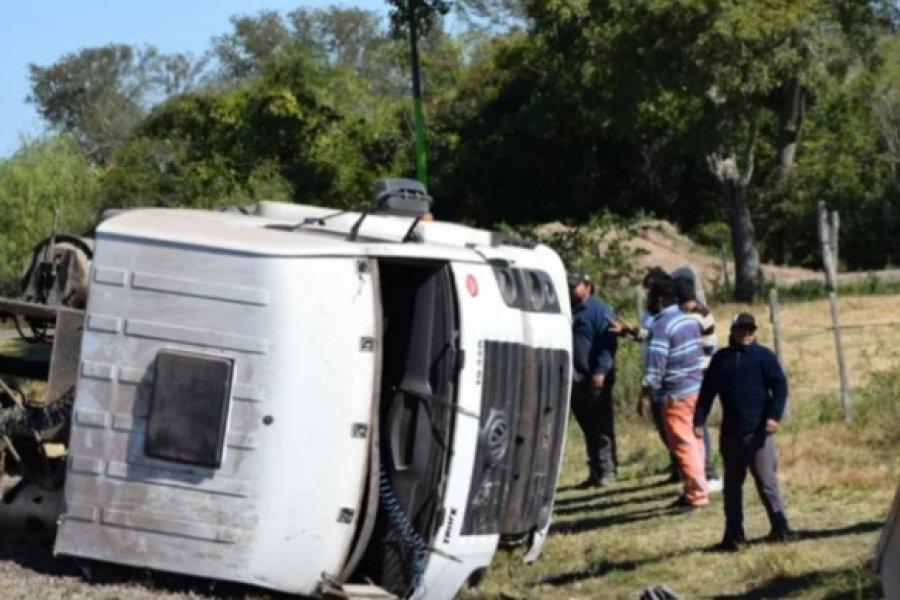 Camión chocó a un caballo y volcó en la Ruta Nacional 12