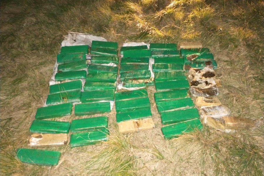 Secuestran gran cantidad de marihuana sobre la banquina de la Ruta 127