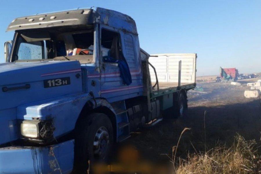 Camión volcó y se incendió la carga de algodón que llevaba en Ruta 119