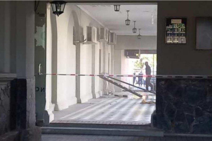 Explosión en la jefatura de la policía de Santa Fe deja al menos tres efectivos heridos