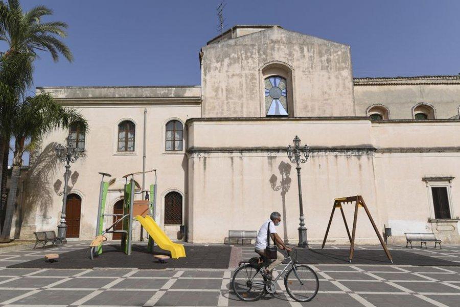 """""""No nacimos para vivir con tanto calor"""": el pueblo en Sicilia sofocado por un récord histórico en Europa"""