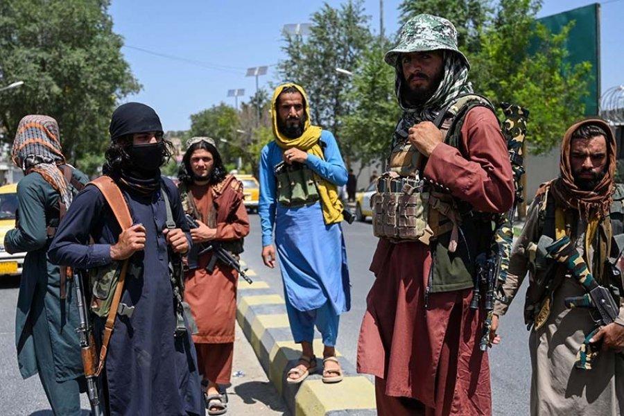 Escenas de pánico y huidas de Kabul tras la toma del poder de los talibanes