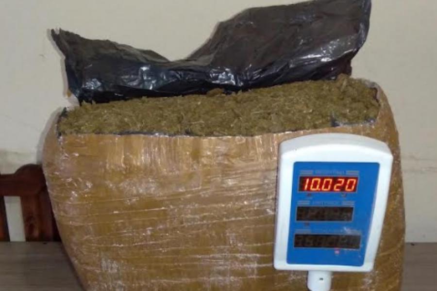 Santa Fe: Intentaban enviar 10 kilos de marihuana en una encomienda