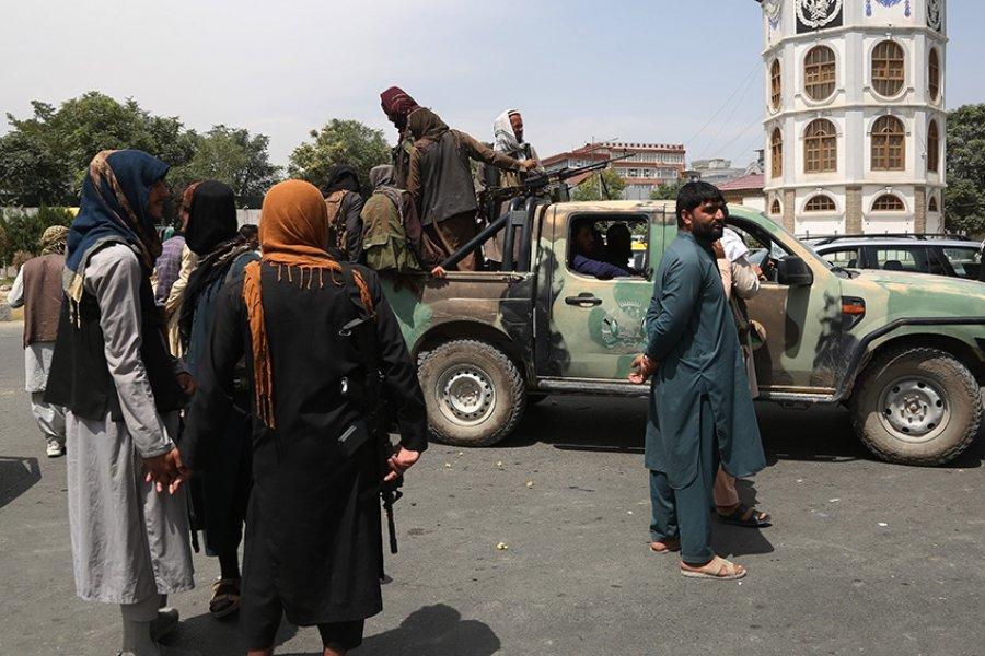 Talibanes reprimen a tiros una protesta en una ciudad de Afganistán
