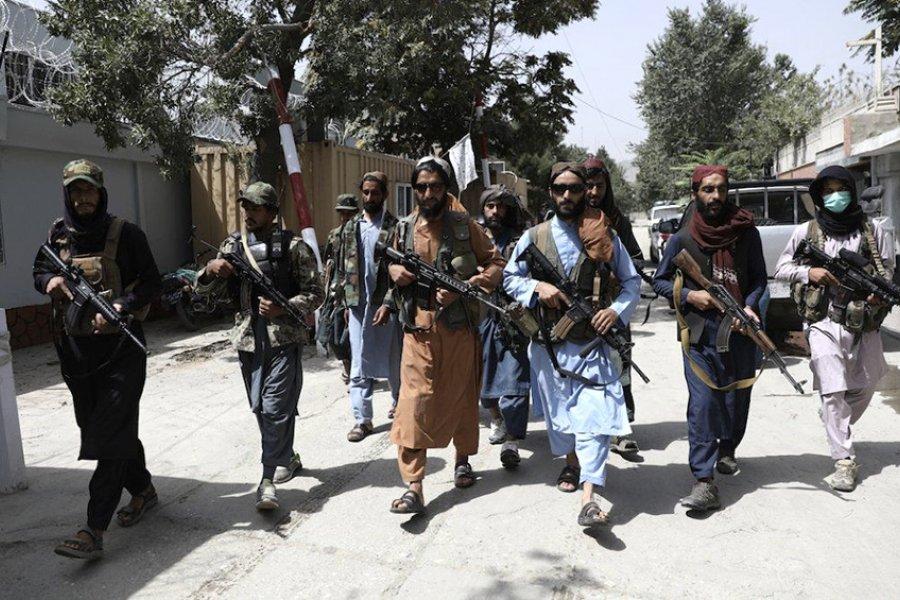 Talibanes reprimen marchas en varias ciudades donde manifestantes desafían su poder