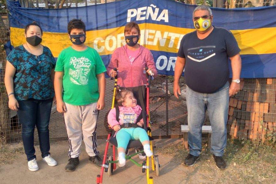 Boca Juniors donó una silla postural para una correntina con hidrocefalia