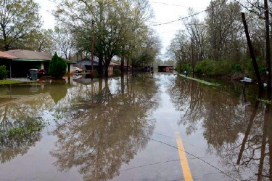 Al menos 16 muertos y decenas de desaparecidos por inundaciones en EE.UU