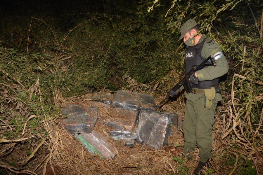 Misiones: Incautan más de 2 toneladas de marihuana ocultos entre la maleza