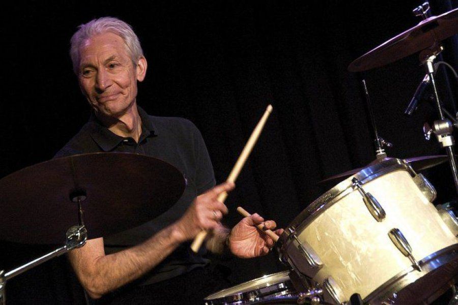 Murió Charlie Watts histórico baterista de los Rolling Stones