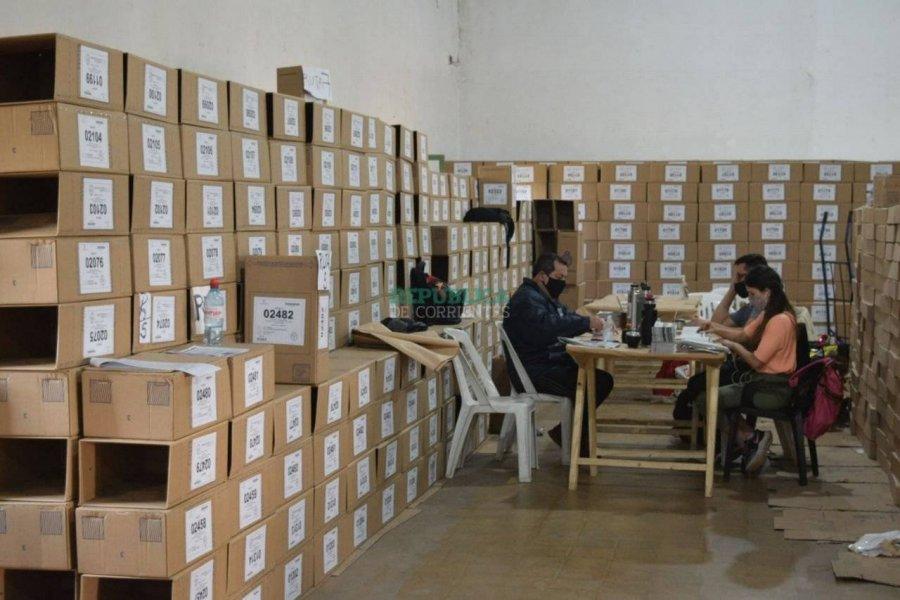 Arranca la carga de urnas y más de 8.500 policías custodiarán los comicios