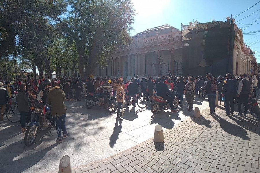 Marcha y concentración frente a Casa de Gobierno genera caos vehicular