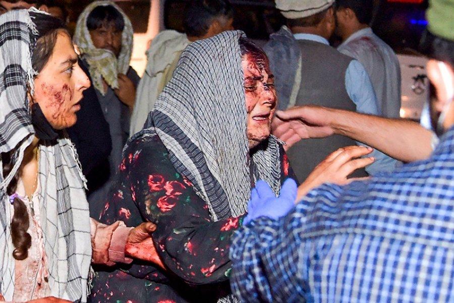 Ataques suicidas en el aeropuerto de Kabul, en medio de las evacuaciones: hay al menos 13 muertos