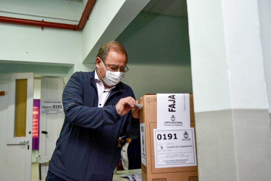 Tassano emitió su voto y mencionó el retraso en el inicio de los comicios