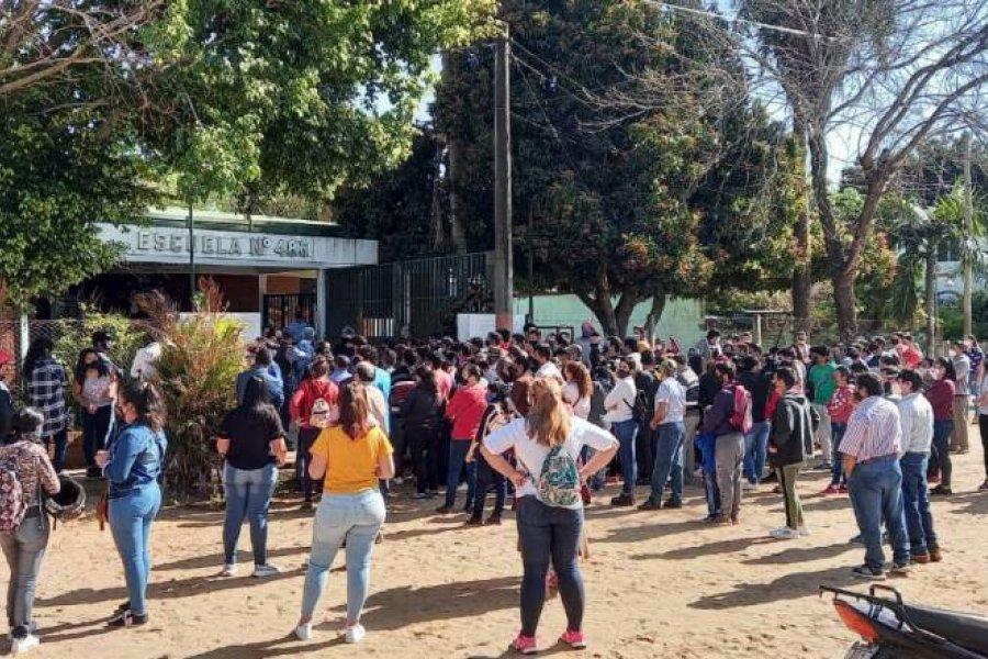 Aglomeración de votantes en el frente de colegios de San Miguel