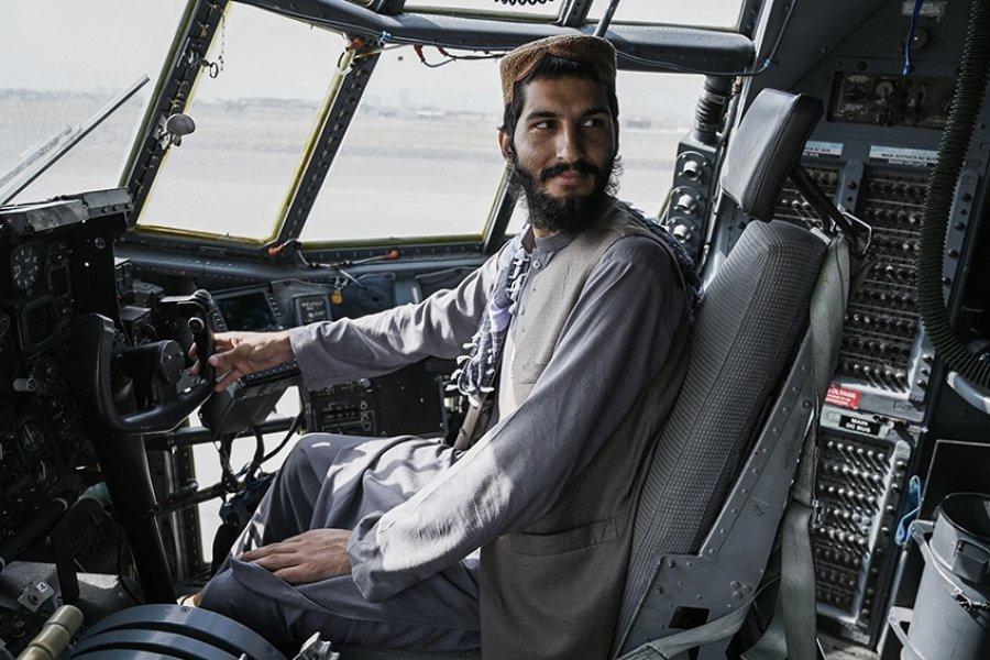 Los talibanes celebran su victoria tras la salida de EEUU de Afganistán