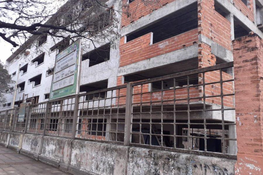 Murió un joven obrero tras caer del techo de la nueva Escuela Portuaria