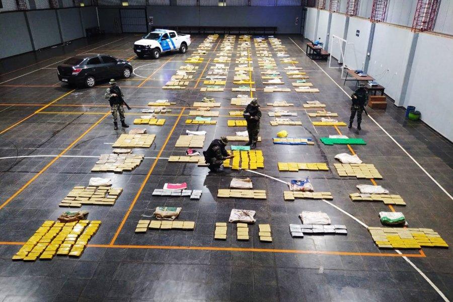 Prefectura incautó más de 2300 kilos de marihuana y detuvo a dos personas