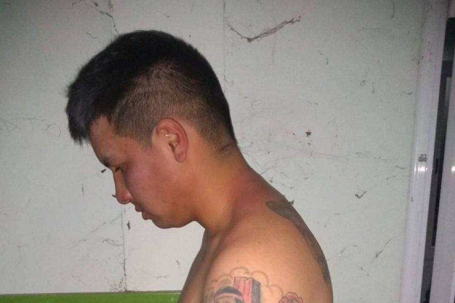 Vecinos redujeron a un sujeto que quiso robar una moto