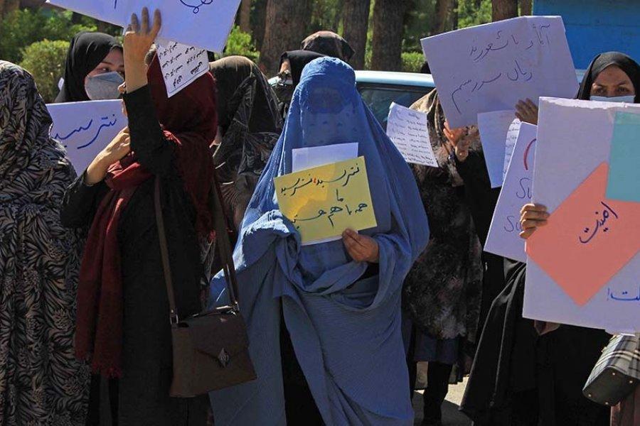 Los talibanes reprimieron con gas lacrimógeno una protesta de mujeres en Kabul