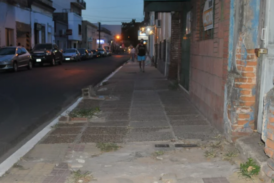 Vecinos renuevan los reclamos por el estado de las veredas