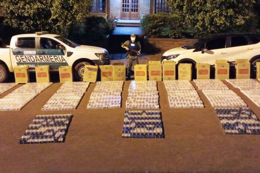 Intentaron huir con 12 mil atados de cigarrillos extranjeros en su vehículo