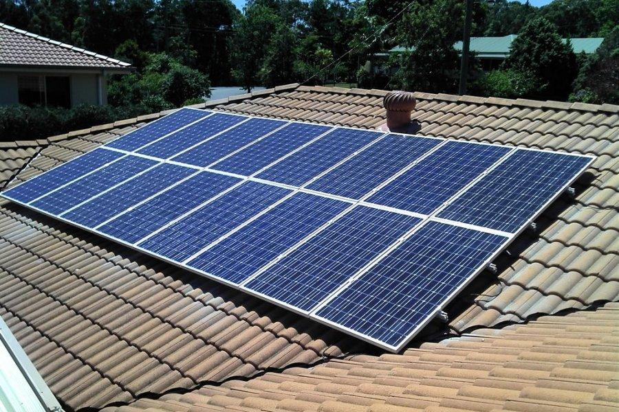 La inversión inicial impide que crezca la generación de energía solar en domicilios particulares