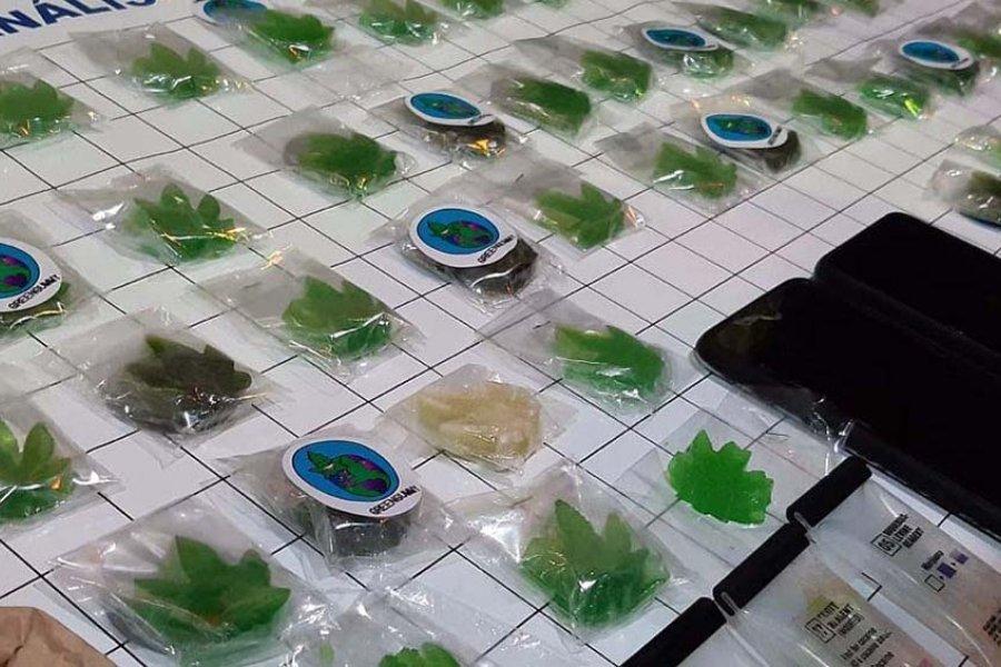 Secuestran caramelos gomita impregnados con droga y detienen a dos dealers