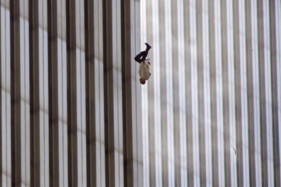 """La historia detrás de la foto """"El hombre que cae"""""""